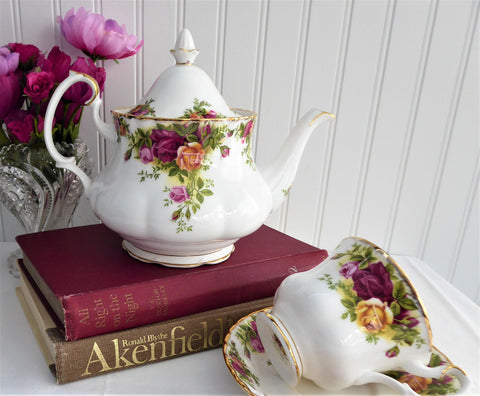 Teapot Old Country Roses Royal Albert 26 Ounces English 1974-1992 Tea For Two