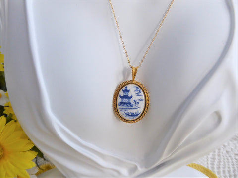 Spode Blue Willow Pendant Necklace 1980s Oval 24kt Gold Plated Danbury Mint