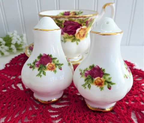 Salt And Pepper Shakers Old Country Roses Royal Albert Lobed Gold Trim Cruet Set