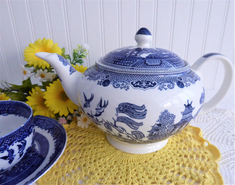 Johnson Brothers Blue Willow Teapot Willow 2004 Large Blue And White
