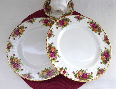 Pair Royal Albert Old Country Roses Dinner Plates Newer Plates Most Popular Pattern