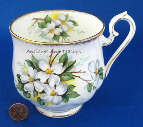 Mug Royal Albert White Dogwood Vintage Bone China 1960s Brushed Gold Trim - Antiques And Teacups - 1