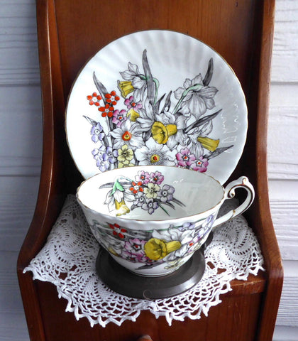 Daffodil Cup And Saucer Victoria 1930s English Bone China Teacup Narcissus Enamel Accents - Antiques And Teacups - 1