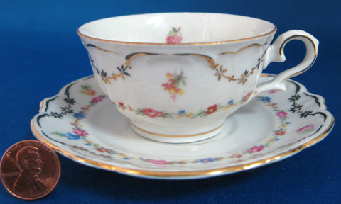 US Zone Cup And Saucer Bayreuther Dainty Floral Chintz Demi 1945-1949 Bayreuth Bavaria - Antiques And Teacups - 1