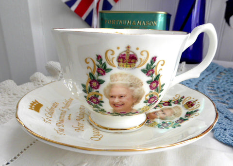 Queen Elizabeth II Diamond Jubilee Cup And Saucer English Bone China 2012 - Antiques And Teacups - 2