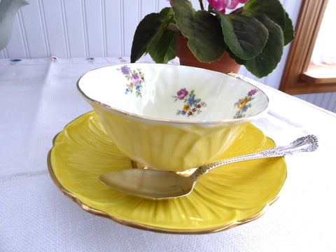 Shelley Primrose Yellow Dresden Footed Oleander Teacup Burnished Gold Afternoon Tea - Antiques And Teacups - 1