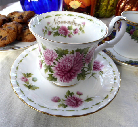 November Chrysanthemum Cup And Saucer Royal Albert Demi Flower Of The Month - Antiques And Teacups - 1
