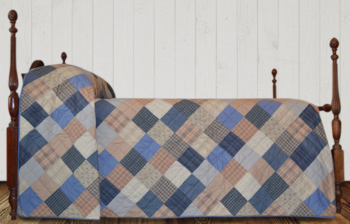 Old Fashioned Quilted Bedspreads Retro Barn Country Linens