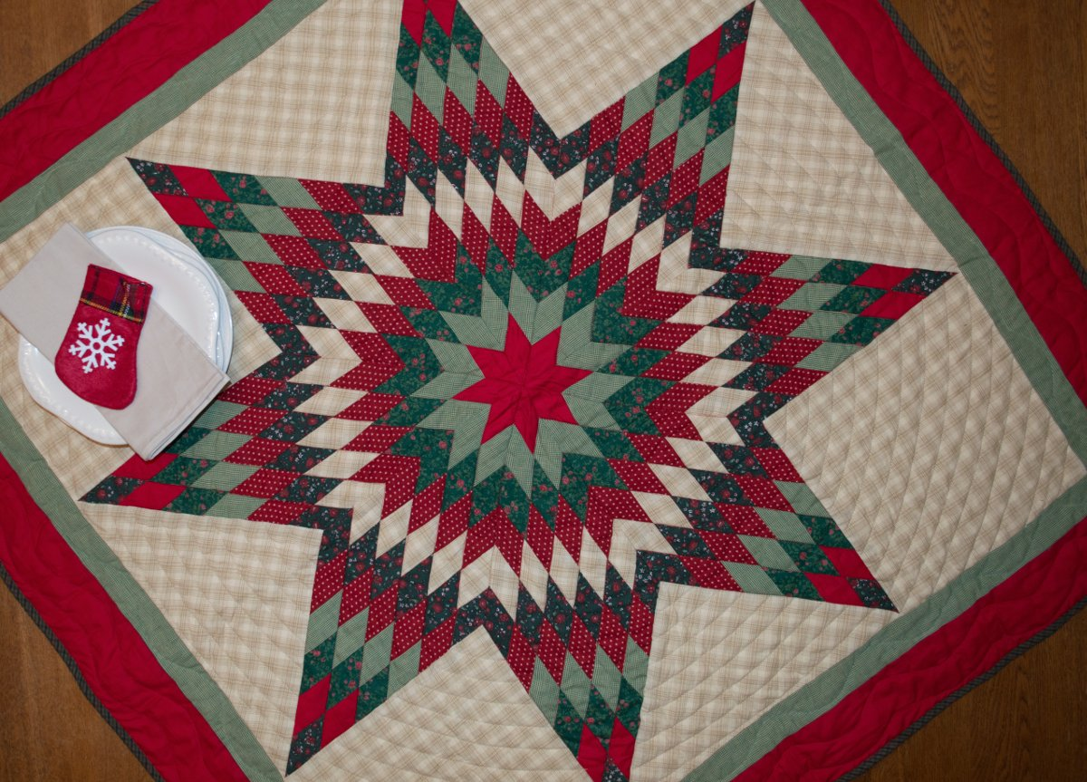 Christmas Lone Star Mini Quilt Table Topper Wall