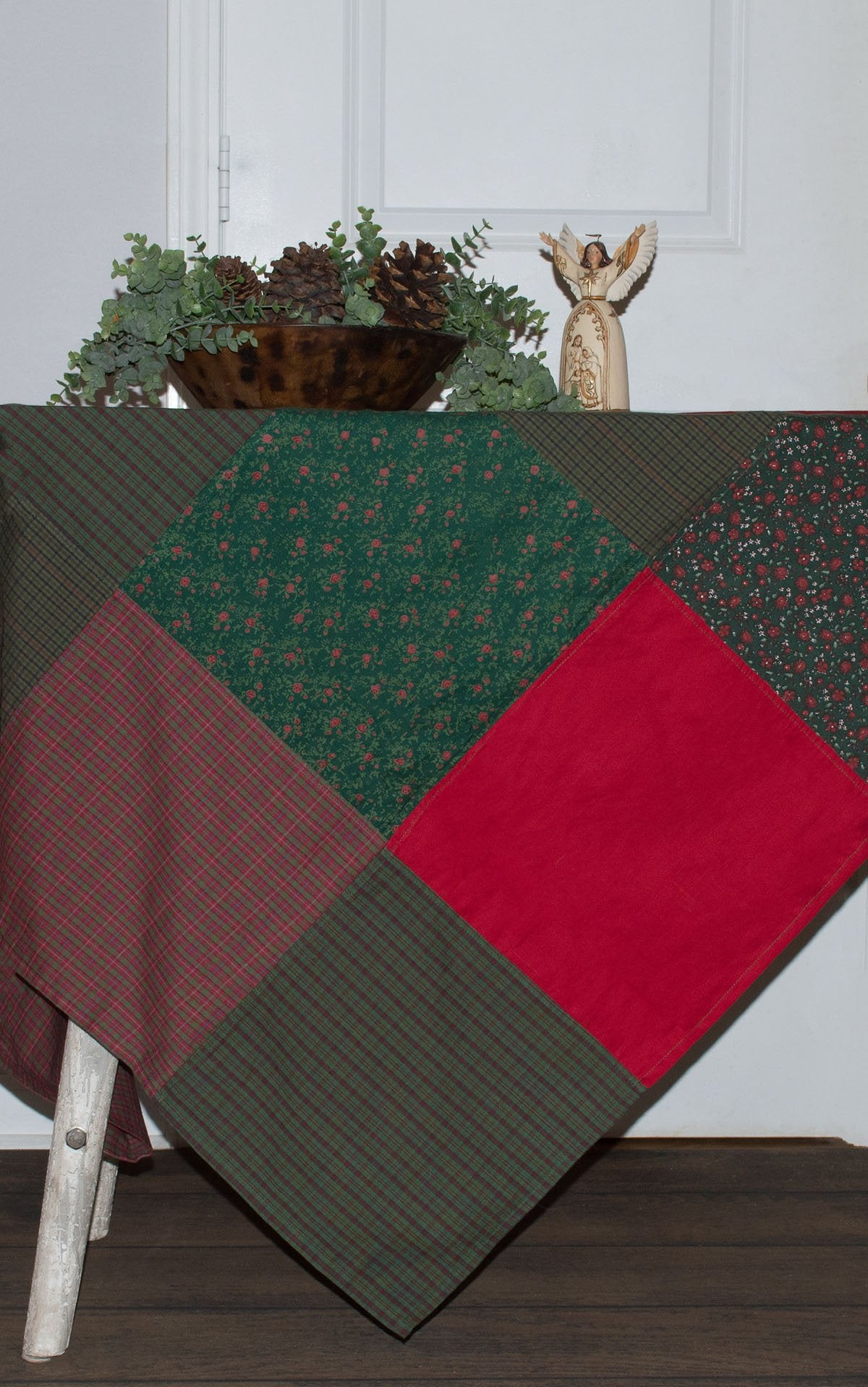 Festive Patchwork Christmas Tablecloth Retro Barn