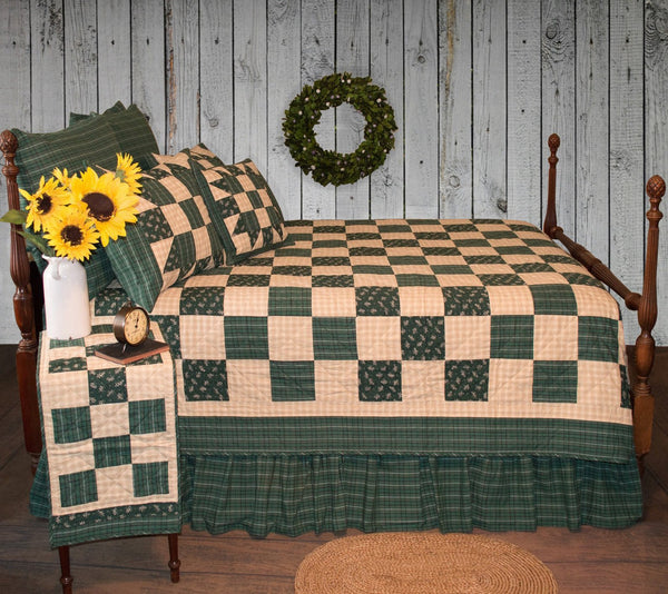 Hannah Quilt Old Fashioned Ninepatch Quilt In Dark Green