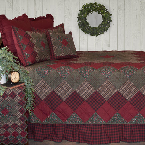 Winterberry Quilt by Retro Barn