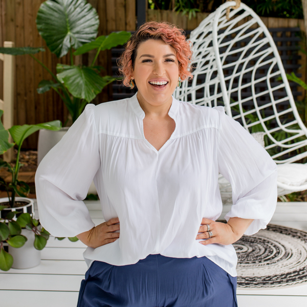 Jo our size 18 model wearing our Felicity billow sleeve blouse in white.