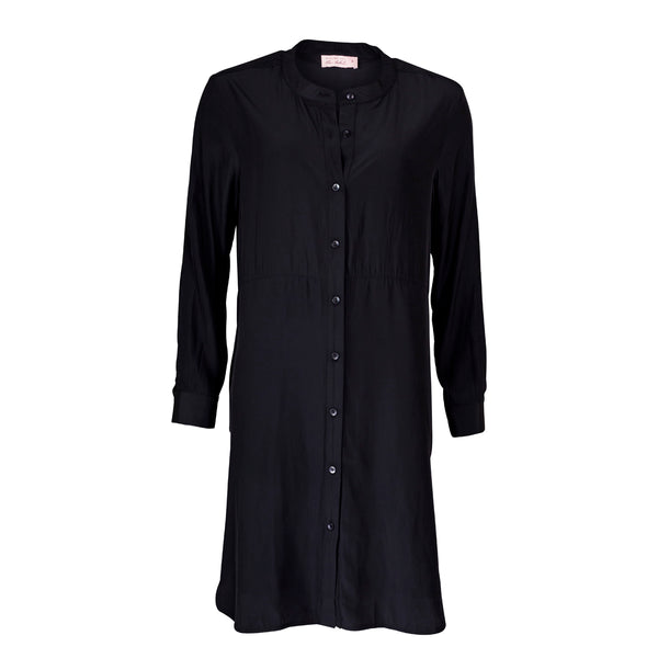 Mannequin image of Danielle technical shirt dress black.