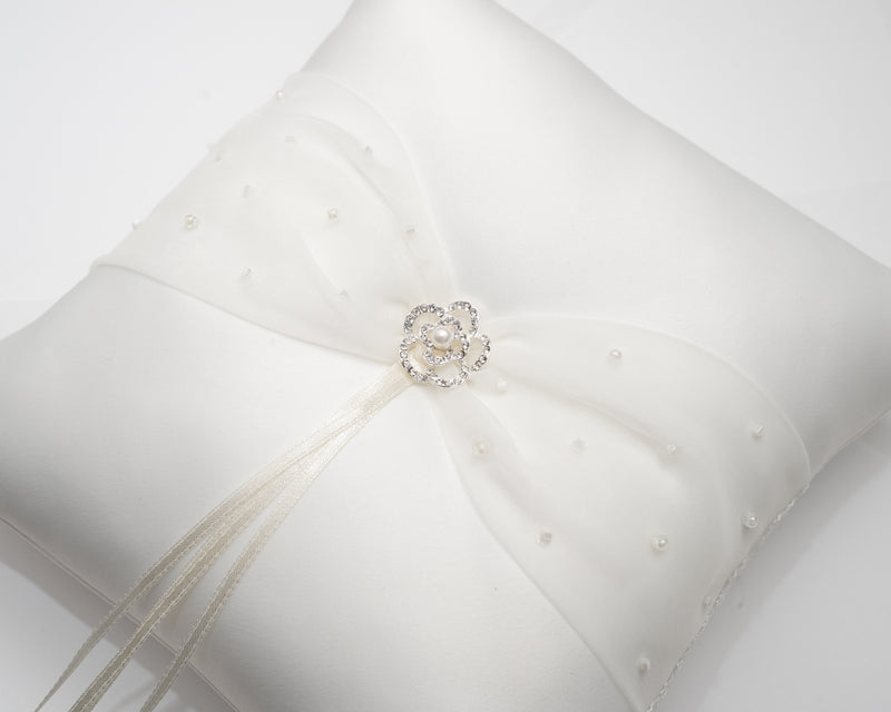 ivory knot-wedding accessories-ring cushion-meredith