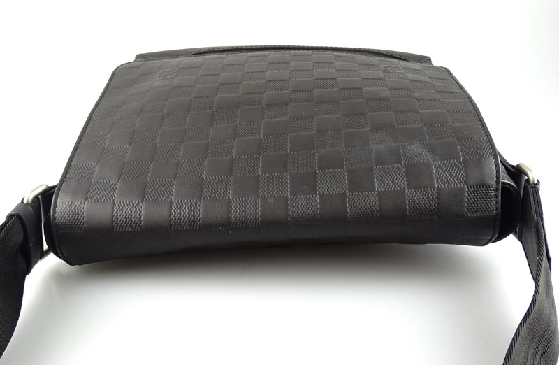 Louis Vuitton District PM Damier Infini Onyx CA3199