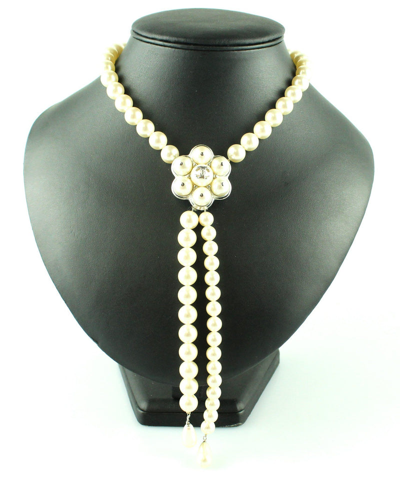 Chanel 2015 B Costume Pearl Feature Necklace