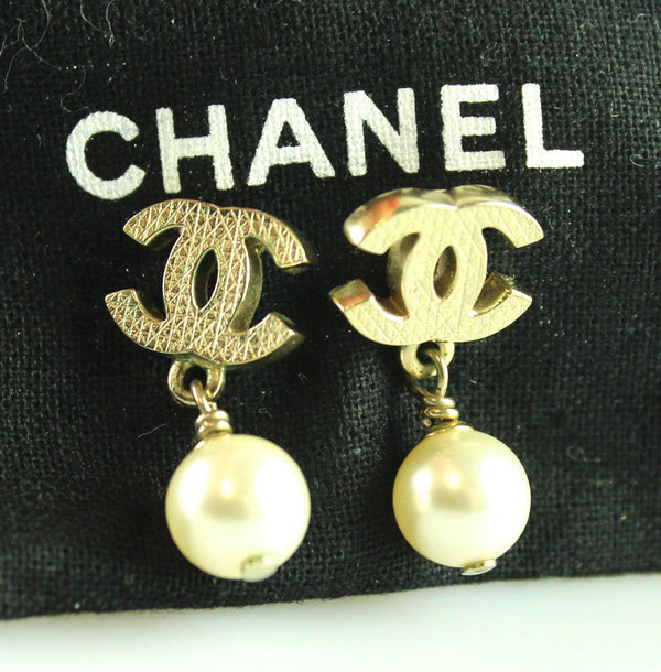 Chanel Pearl Dangle Earrings Goldtone A11V