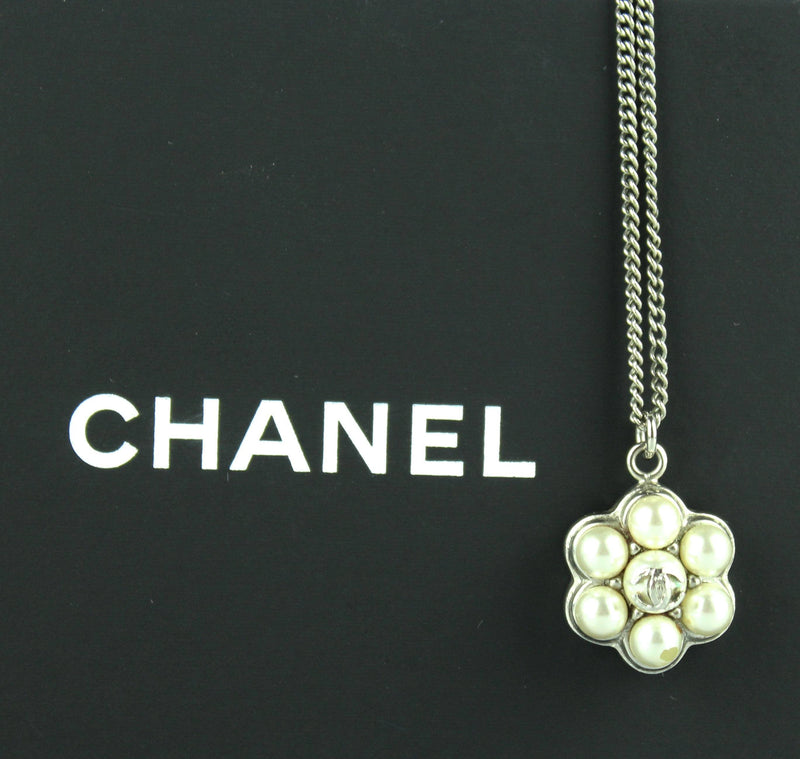 Chanel 2015 B Costume Pearl Floral Pendant On Chain Silvertone