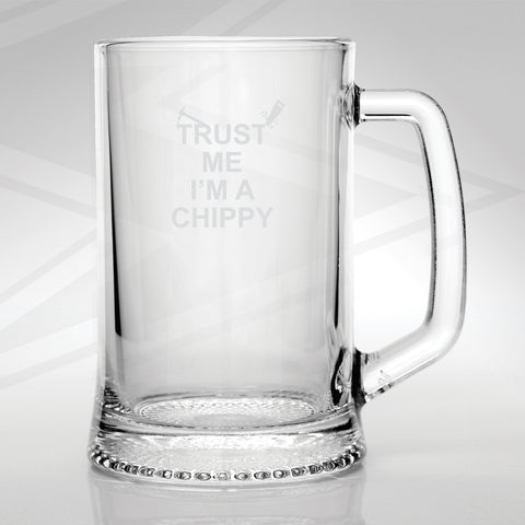 Carpenter Glass Tankard Engraved Trust Me I'm a Chippy Hammer & Saw