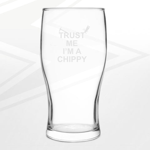 Carpenter Pint Glass Engraved Trust Me I'm a Chippy Hammer & Saw