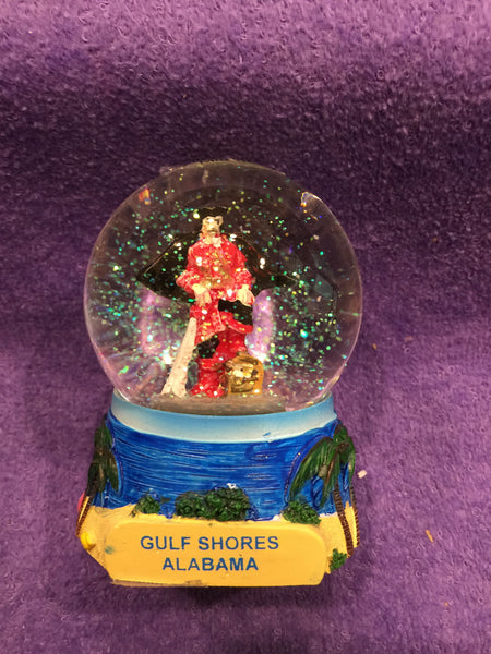GS Pirate w/Treasure Chest Snowglobe