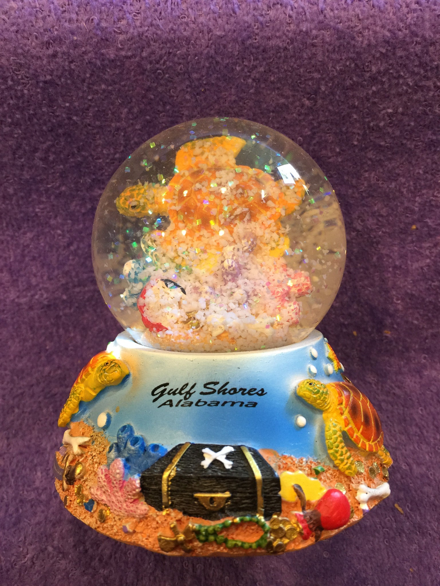 Sea Turtle w/Pirate Chest Snowglobe