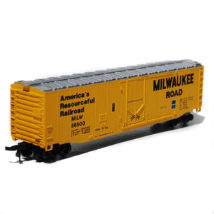 Bachmann HO Scale Milwaukee Road Box Car with Molotow Twin Marker Set