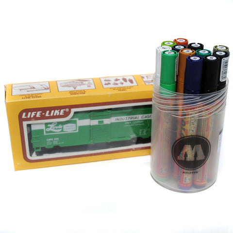 Life Like HO Scale 40' Green Box Car with Molotow 227 One4All Marker Set