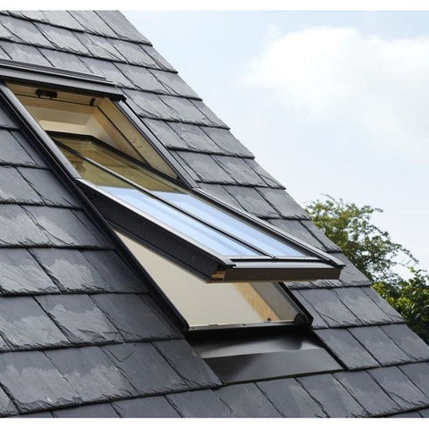 Velux centre pivot pine conservation roof windows for Outlet velux