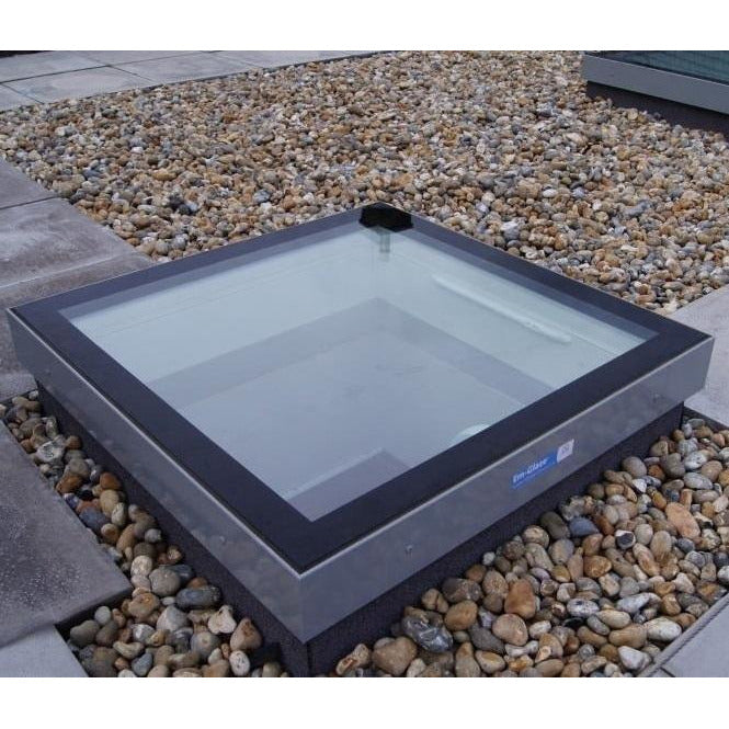 Whitesales Em-Glaze Flat Glass Rooflight with Electrically Opening PVC 150mm Verticle Upstand