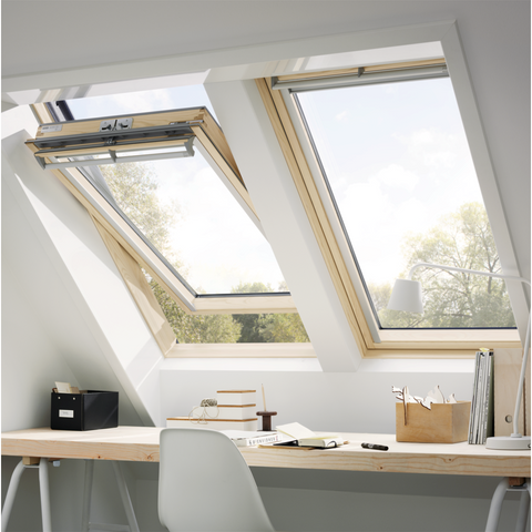 Velux ggl pk10 3070 pine centre pivot roof window for Outlet velux