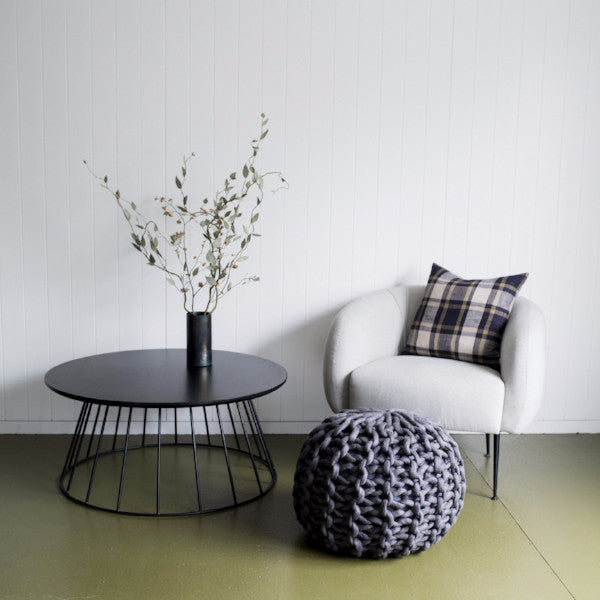 Make a beautiful chunky yarn ottoman for your home