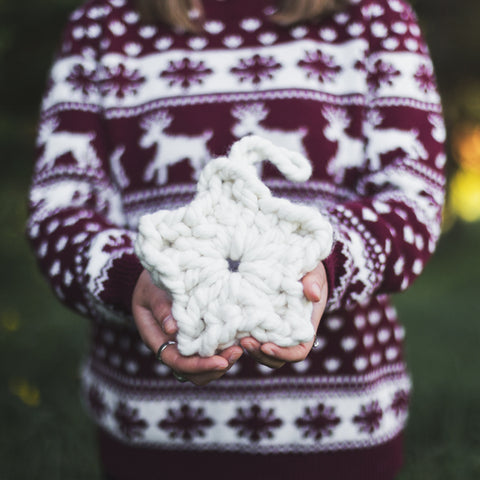 Create this chunky hanging festive xmas star using our chunky wool merino bumps of Plump & Co Mini 2 ply yarn, with Giant crochet hook from Plump & Co. In New Zealand and Australia. With chunky wool merino knits and layers of textures for your home inspiration.
