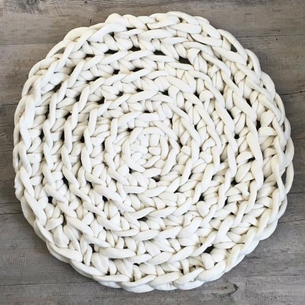 Tina Rubie Forever Farmhouse crochet rug made using yarn by Plump & Co