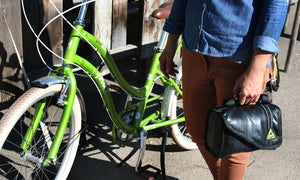 green guru cruiser cooler bike handlebar bag made of upcycled bike tubes holding cooler