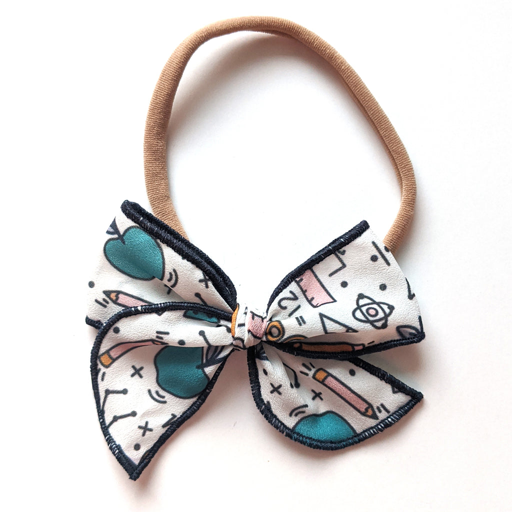 Back to School :: Mini Wayfarer Bow