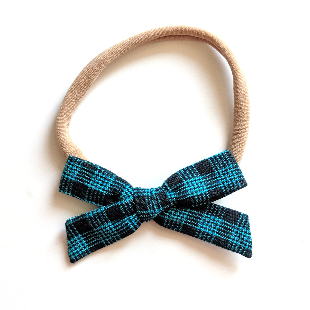Navy Plaid :: Mini Explorer Bow