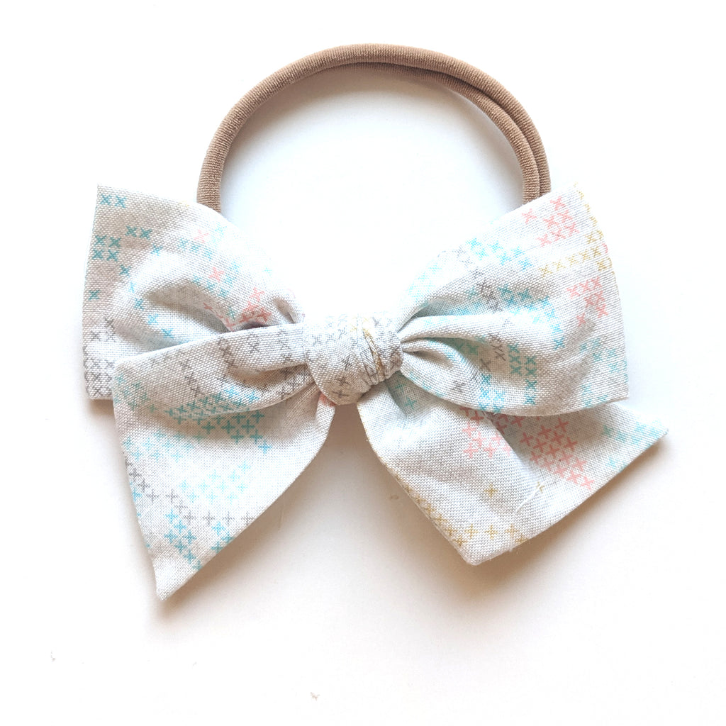 Wonderland Cross-Stitch :: Voyager Bow