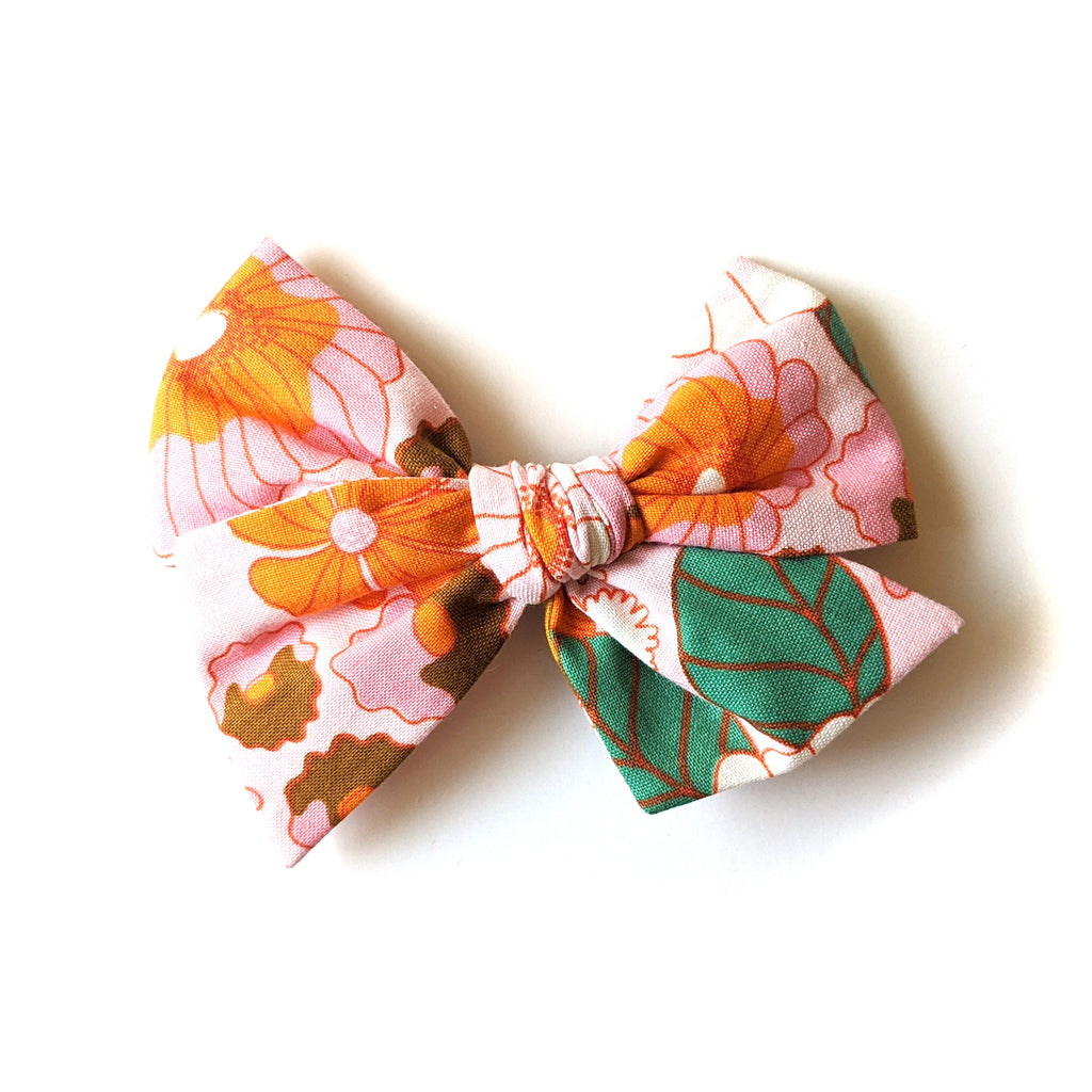Pink Retro Floral :: Voyager Bow