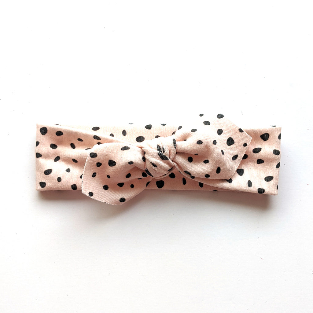 Spotted Blush :: Traveler Knot