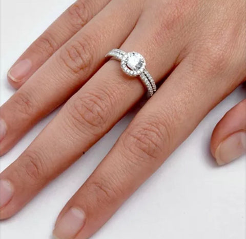 Round Brilliant Engagement Ring with Matching Band