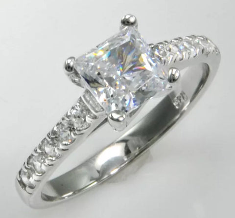 Pretty 1ct Princess Cut Engagement Ring on Pave' Band