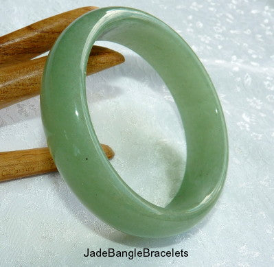 Gorgeous Natural Green Nephrite Jade Bangle 61mm (H-25)