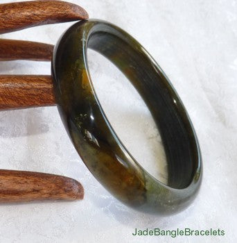 """Dragon Green"" Black and Honey Earthy Chinese Jade Bangle Bracelet 59.5mm (JBB3151)"