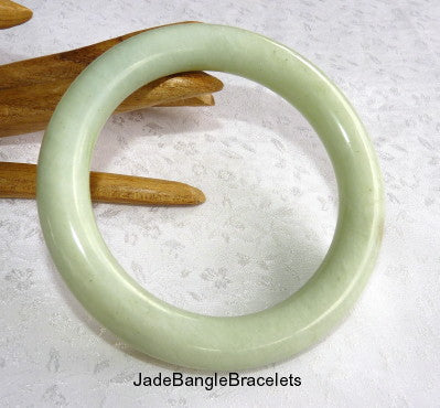 """Soothing"" Classic Round Chinese Jade Bangle Bracelet 68mm (JBB3350)"