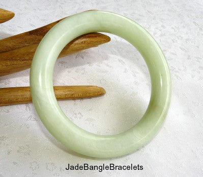 """Calm Spirit"" Classic Round Chinese Jade Bangle Bracelet 61mm (JBB3351)"