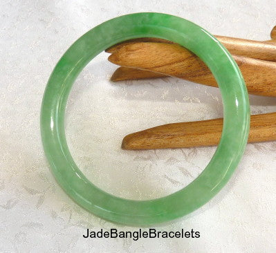 """Good Green"" Burmese Jadeite Classic Round Bangle Bracelet 59mm (JBB3371)"