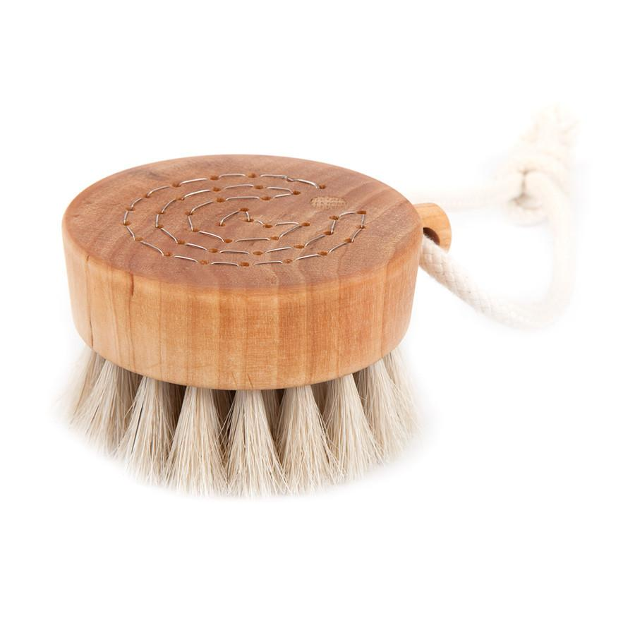 Iris Hantverk Bath Brush Puck, Birch Wood and Horse Hair - Fendrihan Canada