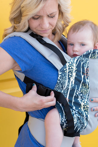 Breastfeed in Kinderpack - Loosen Shoulder Strap